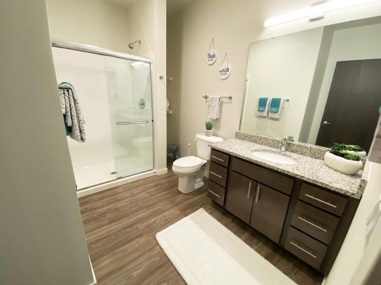 7 E84 Bathroom